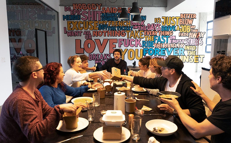 Die Family Agentur für Werbung und Film beim Mittagessen
